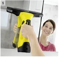 Se pulveriza la superficie con detergente karcher