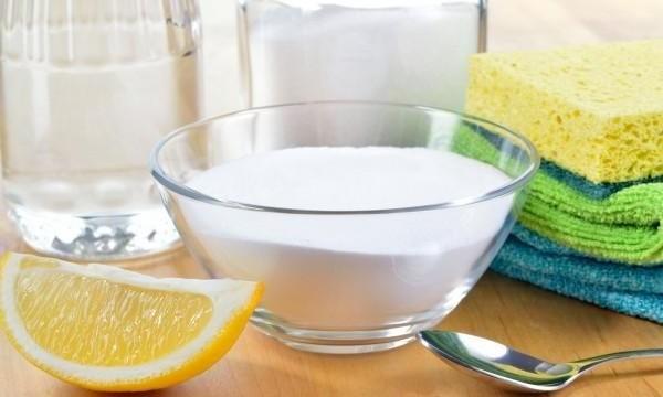 Limpiar la plancha de teflón con bicarbonato y vinagre