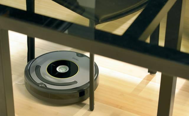 El robot 616 puede limpiar prácticamente en cualquier rincón