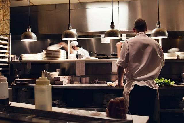 Aprende a limpiar una cocina de acero inoxidable