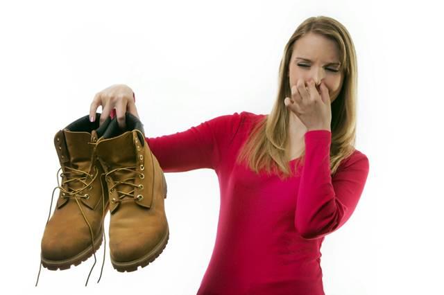Cómo quitar el mal olor de los zapatos de ante