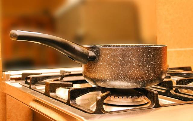 El agua hirviendo nos puede ayudar a limpiar el oro