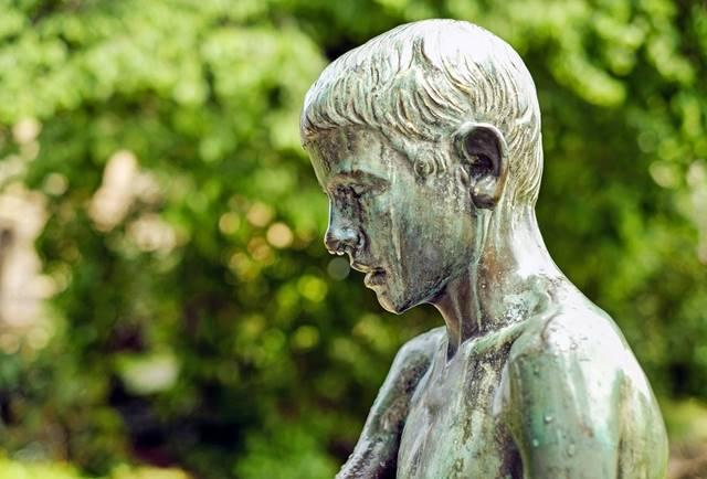 El bronce termina oxidandose con una típica capa verde