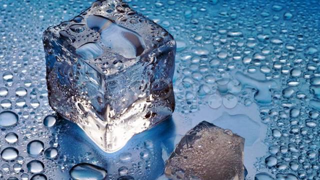 El hielo también es efectivo contra la suciedad de la vitroceramica