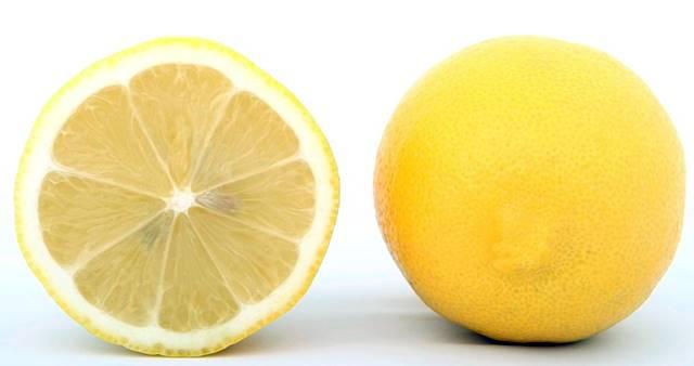 El limón también es ideal para limpiar el bronce
