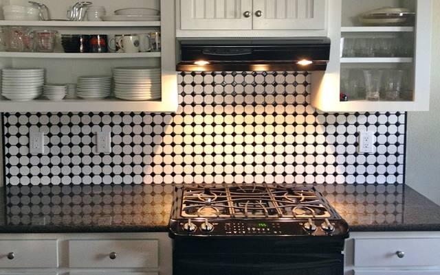 Limpiar la cocina después de usarla ayuda a mantener limpia la campana extractora