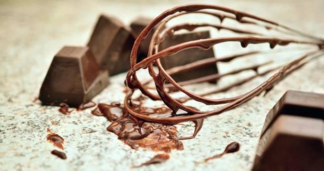 como quitar manchas de chocolate de la tapiceria