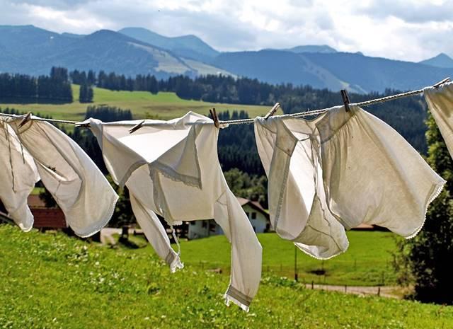 Colchon y ropa secándose al sol