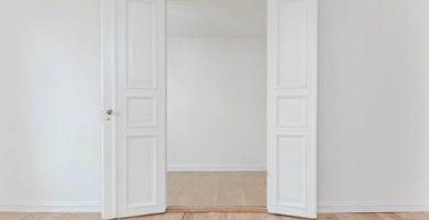 como limpiar puertas lacadas en blanco que amarillean