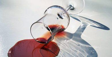 como limpiar manchas de vino tinto