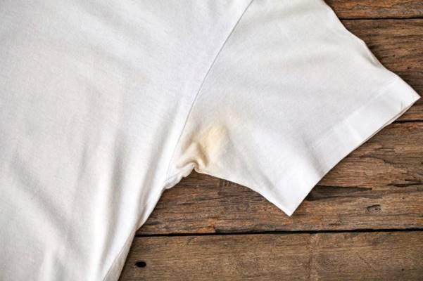 Cómo quitar manchas amarillas a ropa blanca