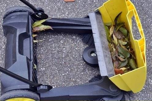 Deposito di una spazzatrice manuale