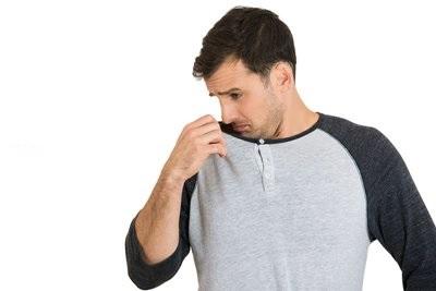 Elimina i cattivi odori dai vestiti