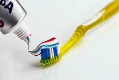 Pasta de dientes para limpiar la plancha de vapor