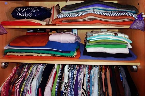 Cómo evitar la humedad de la ropa guardada